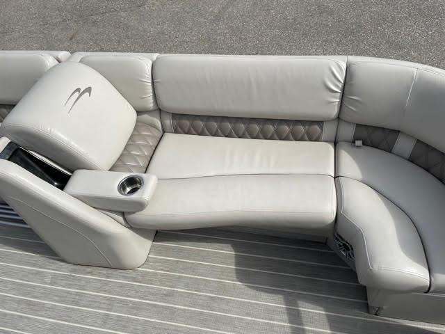 2016 Bennington 2350 RSFB Pontoon Boat