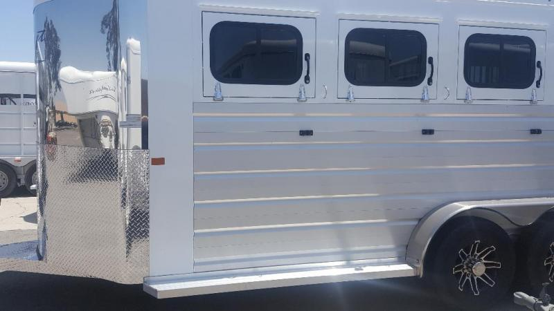 2021 Trails West  SIERRA II Horse Trailer Warmblood