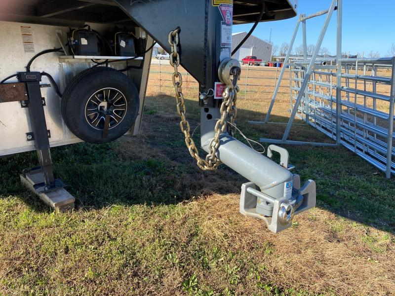 2016 Bison Trailers Trail Boss Horse Trailer