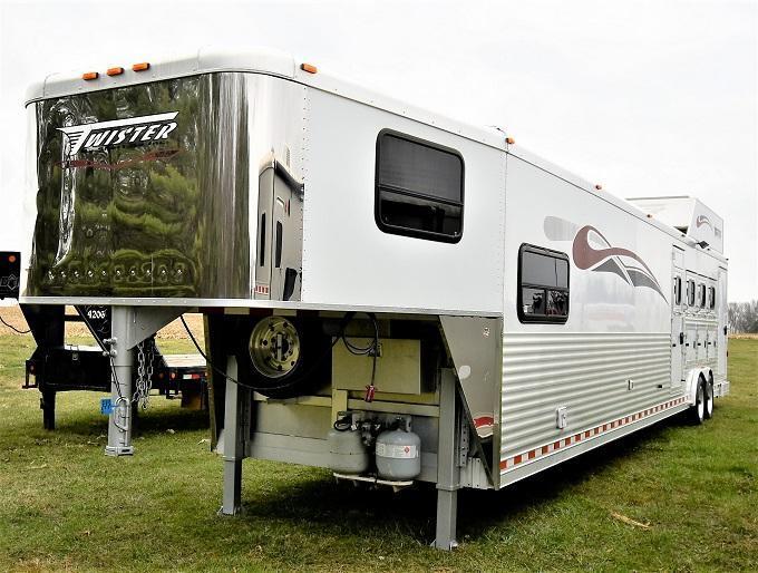 2007 Twister 8416 w/Midtack & Generator Horse Trailer