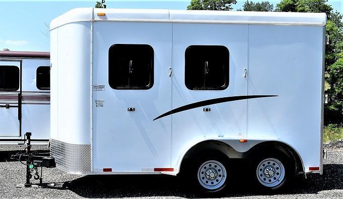 2012 Bison Trailers 720 Stratus Bumper Pull Horse Trailer