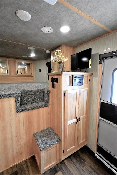 2022 Bison Trailers 8313 Ricochet with bar Horse Trailer