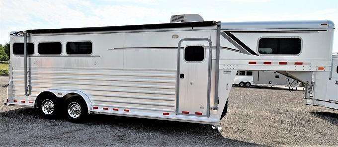 2011 4-Star Trailers GN w/Big Dressing Room Horse Trailer