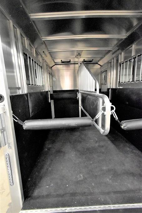 2021 Merhow Bronco Straight load Horse Trailer
