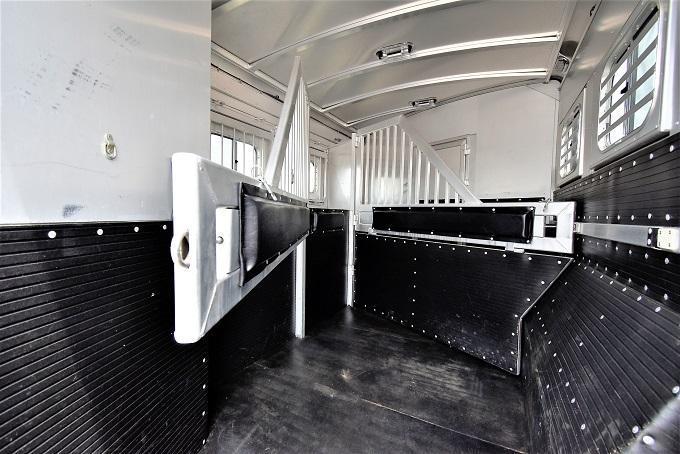 2016 Platinum Coach 8314 Horse Trailer