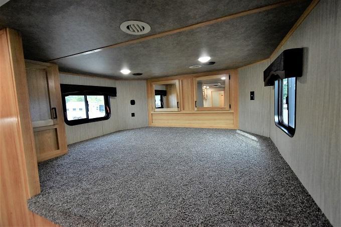 2022 Bison Trailers Ricochet 8209B Horse Trailer