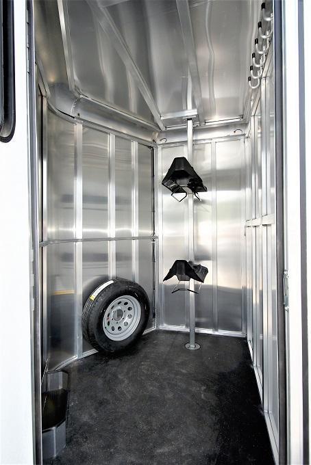 2021 Merhow Trailers Bronco Straight Load BP Horse Trailer