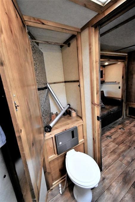 2013 Logan Coach 811 Razor Platinum 5-H Horse Trailer