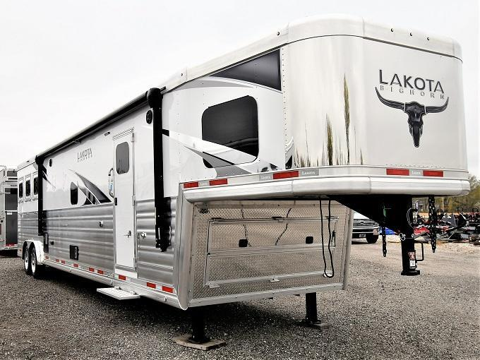 2021 Lakota 8317SR Bighorn Horse Trailer