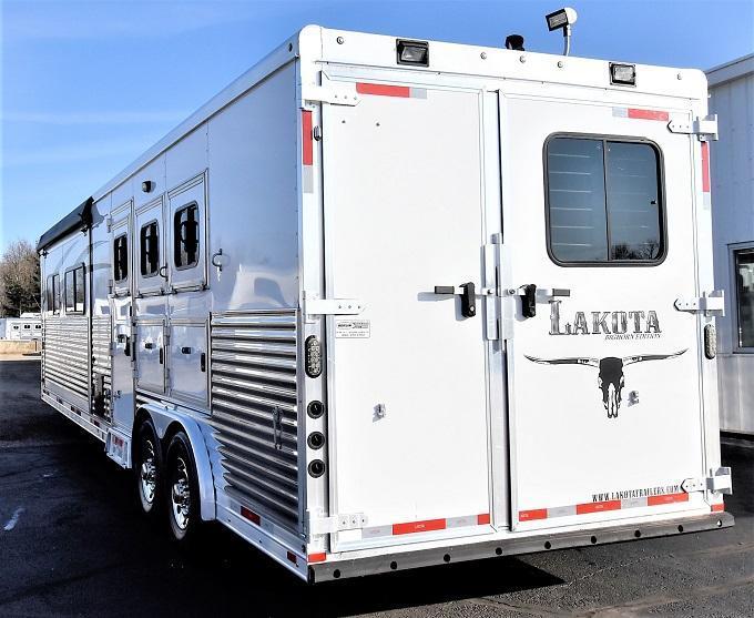 2014 Lakota Bighorn 8317 Horse Trailer