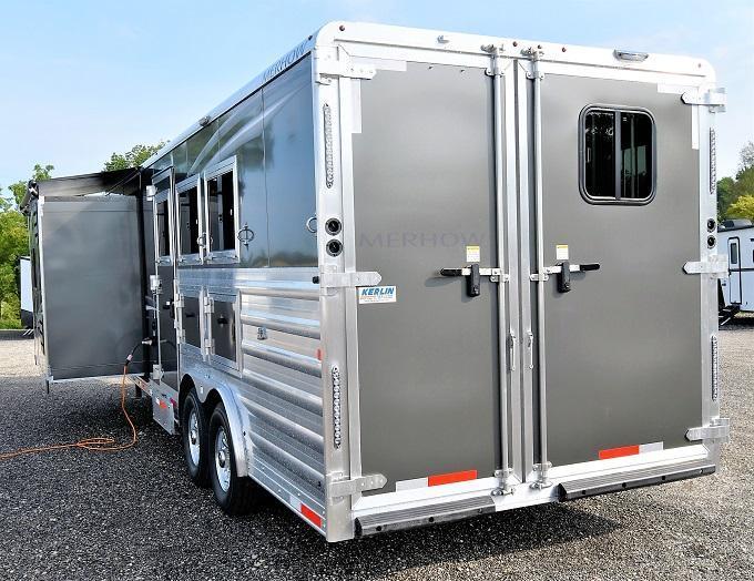 2022 Merhow Trailers 8312-A-RK-S Merhow Stampede Horse Trailer