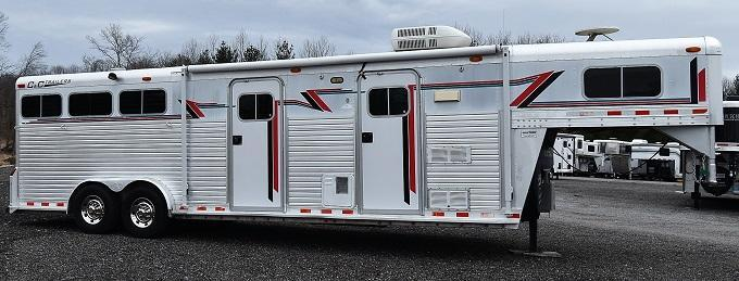 2000 C and C Trailers LQ with Midtack Bunkbeds Horse Trailer
