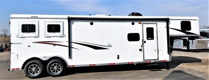 2021 Bison Trailers 8211 Ricochet Horse Trailer