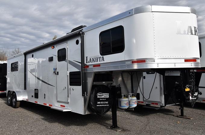 2020 Lakota 311 Colt Horse Trailer