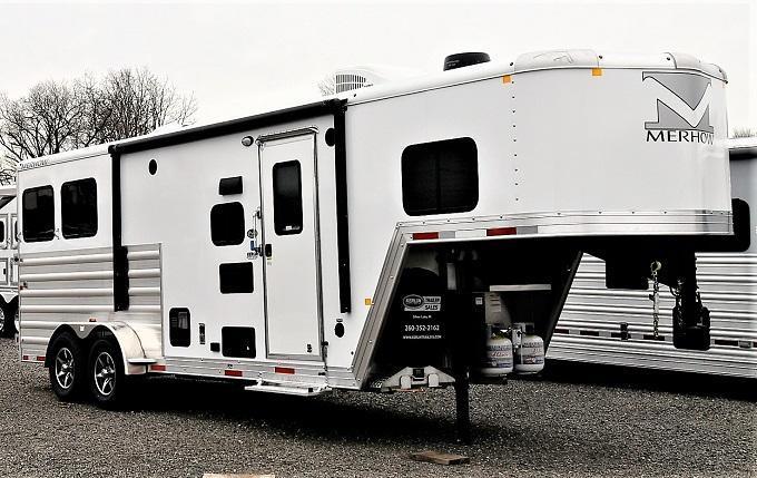 2021 Merhow Trailers 7209 w/slideout Horse Trailer
