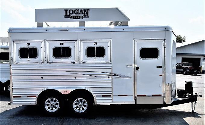 2021 Logan Coach Riot BP w/mangers Horse Trailer