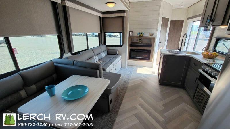 2022 Forest River Salem Villa Classic 42QBQ