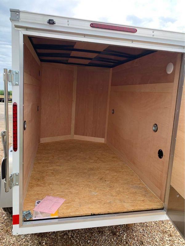 5x8 + v  Wells Cargo Fast track Cargo / Enclosed Trailer