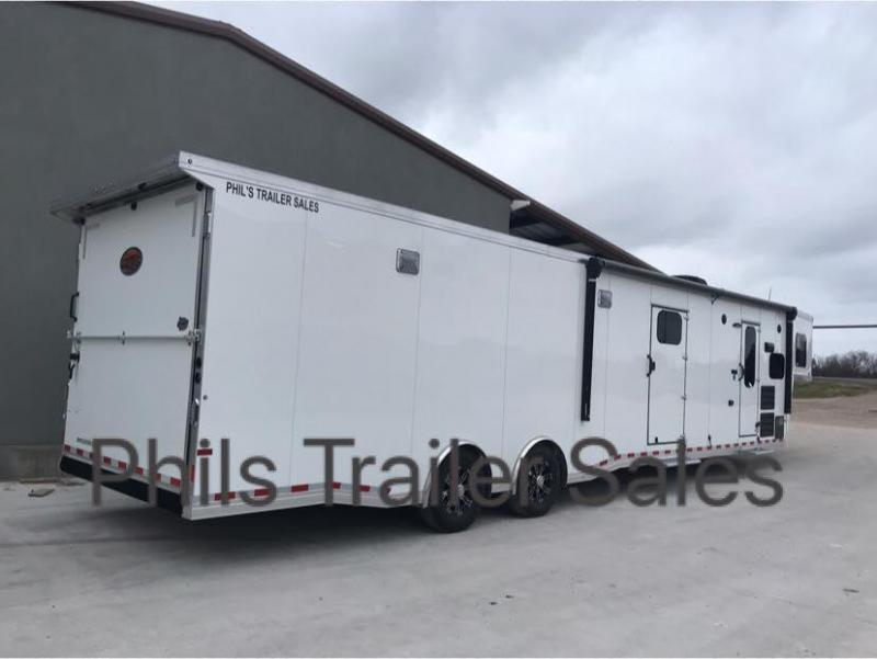 43  Sundowner LIVING QUARTERS TRAILER WITH GARAGE FOR CAR
