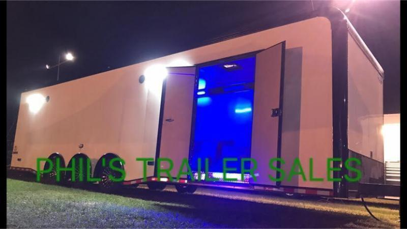 34 ENCLOSED RACE TRAILER ELECTRIC AWNING AND WHEEL WELL    Car / Racing Trailer