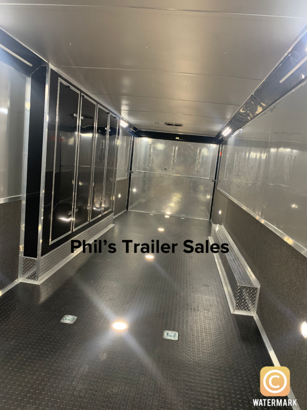 32 ENCLOSED RACE TRAILER ELECTRIC AWNING AND WHEEL WELL    Car / Racing Trailer