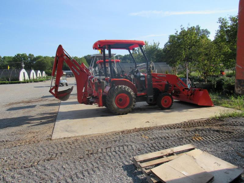 Kubota B26 Backhoe Loader