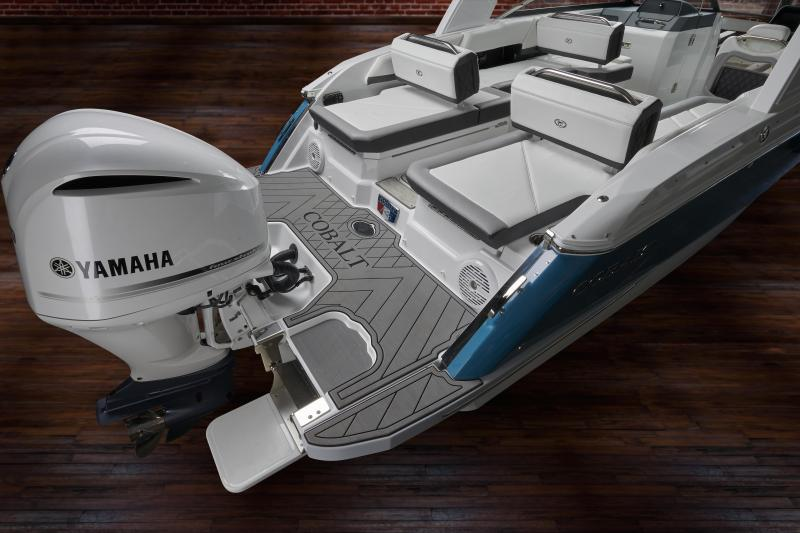 2022 Cobalt Boats R6 Outboard