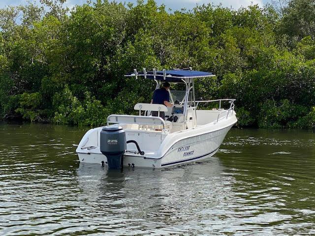 2002 Cobia Boats 234 Center Console