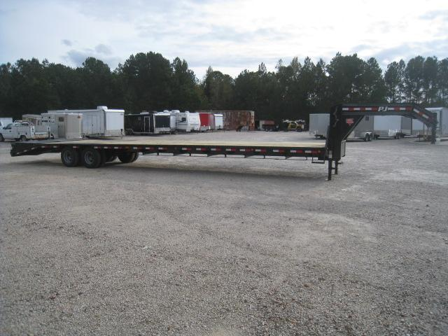2019 PJ Trailers LD 40' Gooseneck Equipment Trailer with 12K Axles