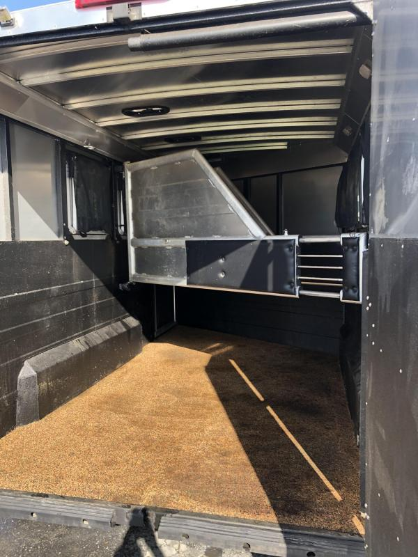 2016 Logan Coach GN 3H Side tack Horse Trailer