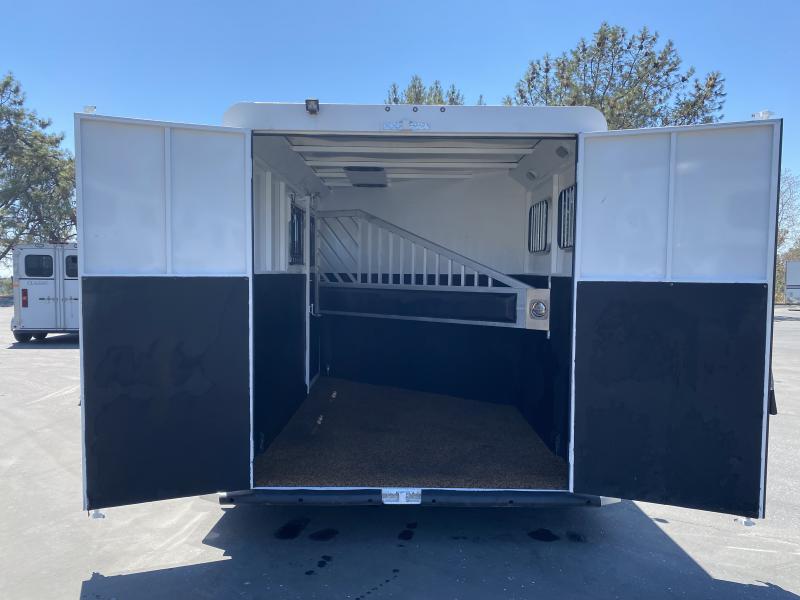 2018 Trails West Classic II 2H BP Hoof grip flooring Escape door Convenience package