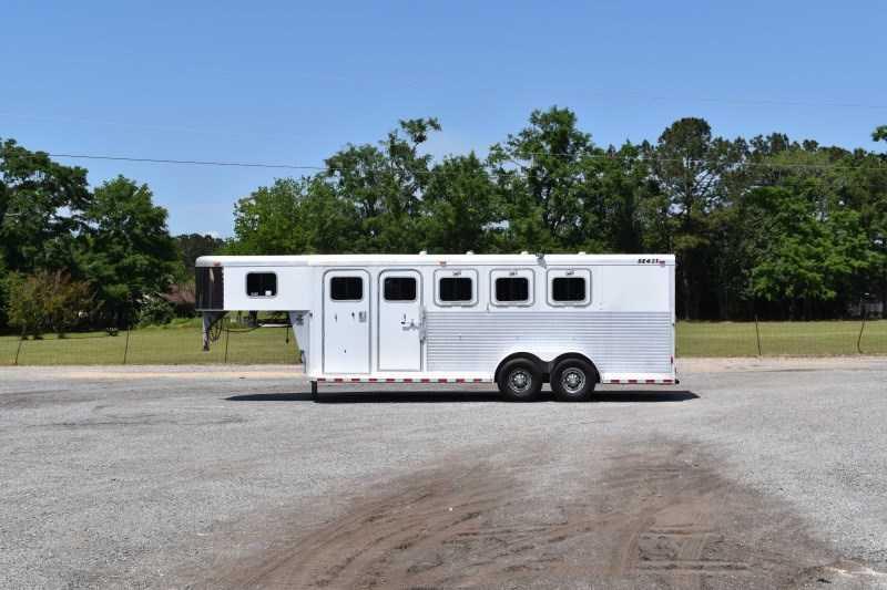 2003 Sooner 4HGN Horse Trailer