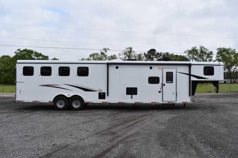 2021 Bison Trailers Ricochet 8413B Horse Trailer