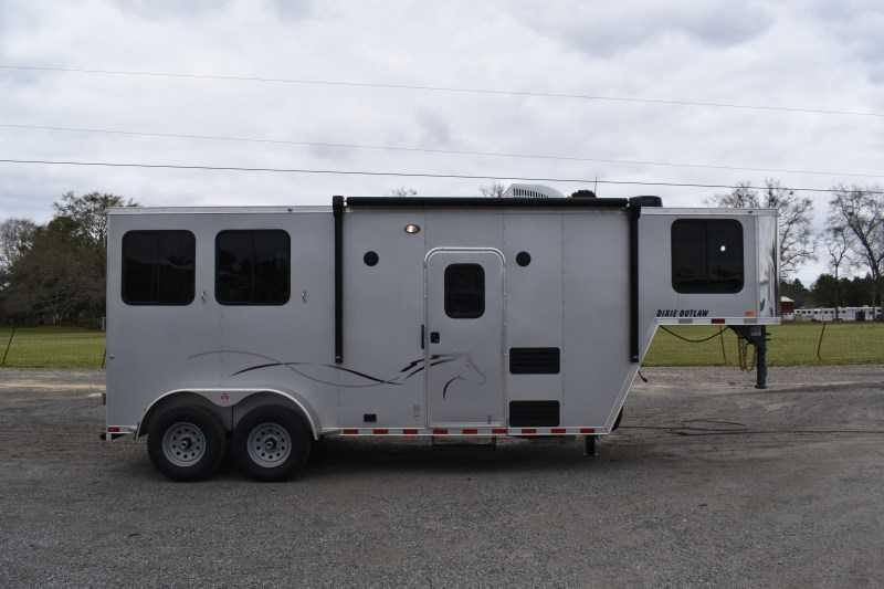 2022 Harmar Dixie Outlaw 7206LQ Horse Trailer