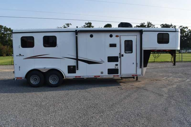 2022 Bison Trailers QUICK DRAW 7208 Horse Trailer