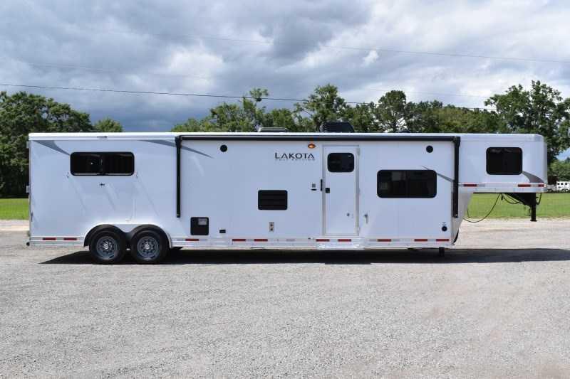 2022 Lakota Colt 8315SO Horse Trailer