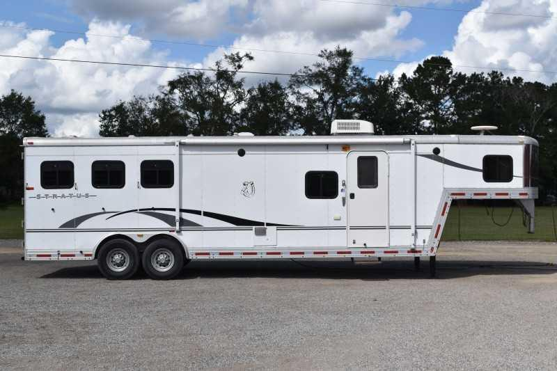 2005 Bison Trailers 8310GLQ Horse Trailer