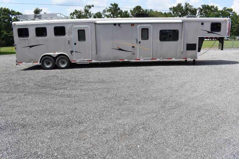 2012 Bison Trailers GN 8317MTLQ Horse Trailer