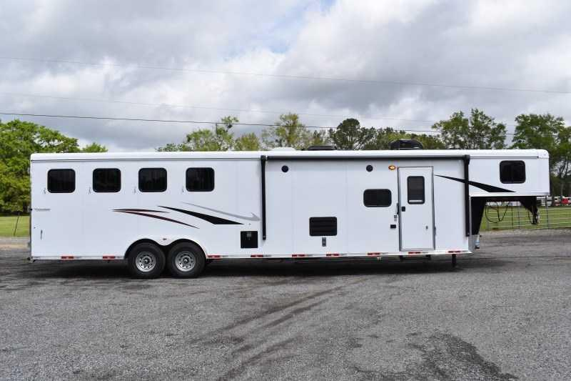 2021 Bison Trailers Ricochet 8413B Horse Trailer