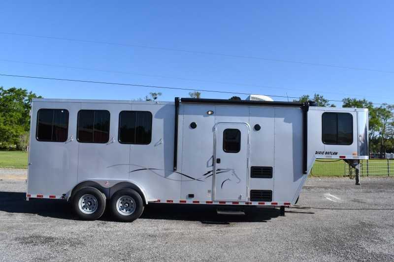 2022 Harmar Dixie Outlaw 7306LQ Horse Trailer