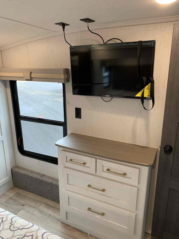 2022 Dutchmen Astoria 3603LFP Fifth Wheel Campers