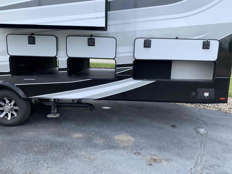 2021 Keystone RV 3700FL Alpine Fifth Wheel Campers