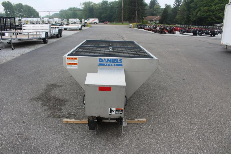 2021 DANIELS DS-200S 2CU YD STAINLESS SPREADER