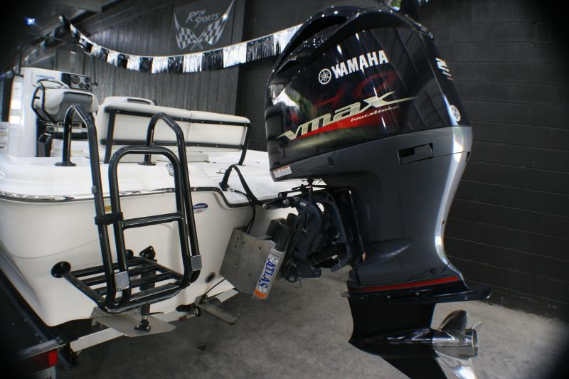 2015 Blue Wave Pure Bay 2400 Fishing Boat