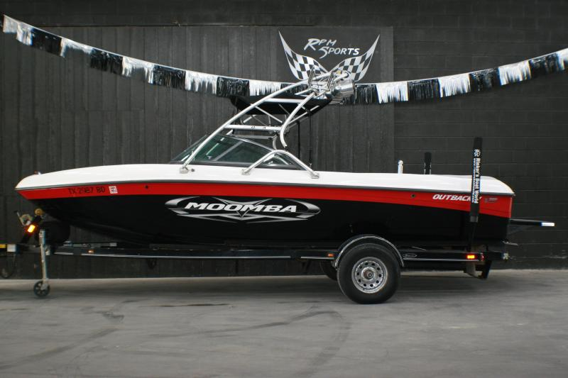 2010 Moomba Outback V Ski/Wakeboard