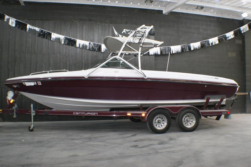 2003 Centurion Boats Concourse Ski/Wakeboard