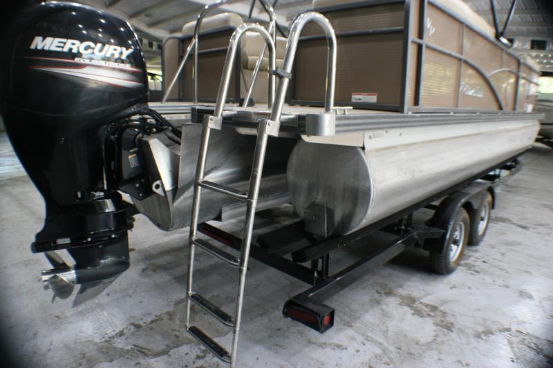 2016 Manitou Pontoon Boats Aurora Pontoon Boat