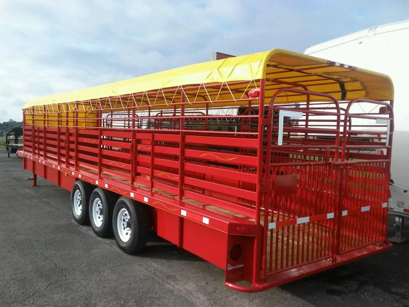 ST3221G TEXAS TRAILERS 32' GOOSENECK STOCK TRAILER W/ TRIPLE AXLES