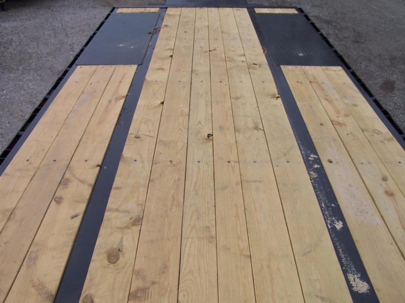 22GN-28BK+5MR BIG TEX 33' GOOSENECK DUAL TANDEM FLAT BED W/ MEGA RAMPS & FREE SPARE TIRE