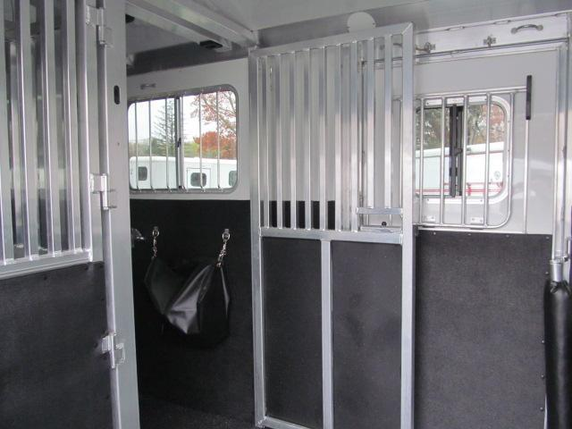 4-Star Trailers Deluxe 4 Horse Head to Head with Dressing Room Horse Trailer